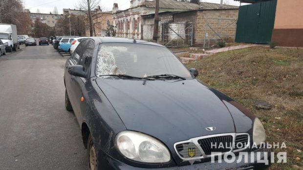 Под Харьковом парень сбил пенсионера, оставил машину в лесу, а сам спрятался у родственников