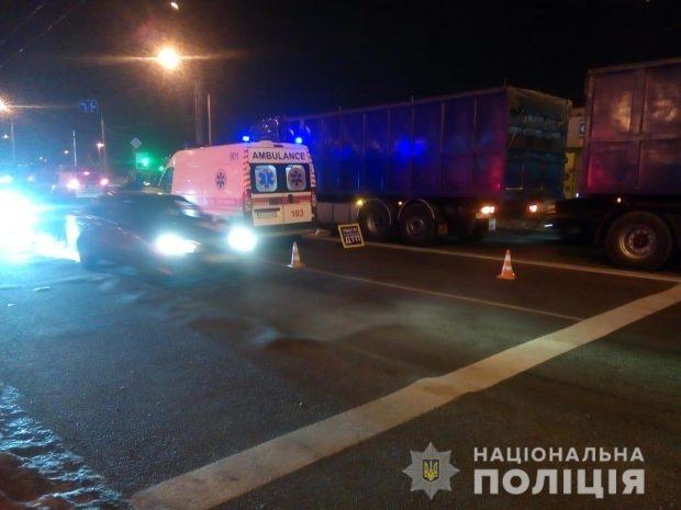 На Салтовке под колесами грузовика погиб пенсионер