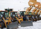 За прошедшие четверо суток на дороги города высыпали 809 т соли и 1350 куб. м песчано-солевой смеси. В парках и скверах снег убирают более 350 коммунальщиков, задействовано 49 единиц техники.