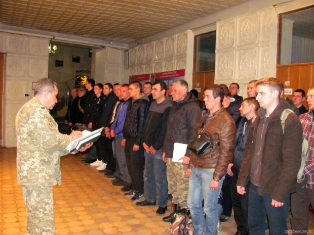 Около 2 тысяч жителей Харьковщины стали воинами-контрактниками ВСУ