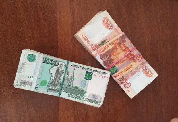 Около 1 млн рублей нашли в обуви мужчины на границе с Россией