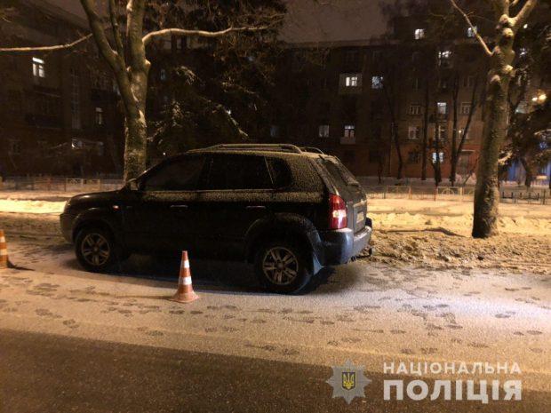 В Харькове водитель Hyundai сбил на пешеходном переходе двоих людей