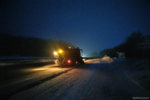 Дороги Харьковской области расчищали от снега 112 единиц спецтехники