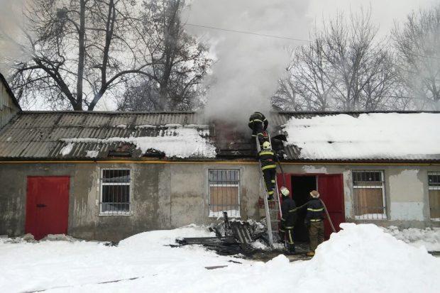 В Харькове пожар на швейных складах
