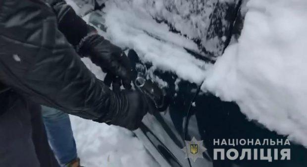 """В Харькове рецидивист угнал автомобиль и """"перебил"""" номера"""