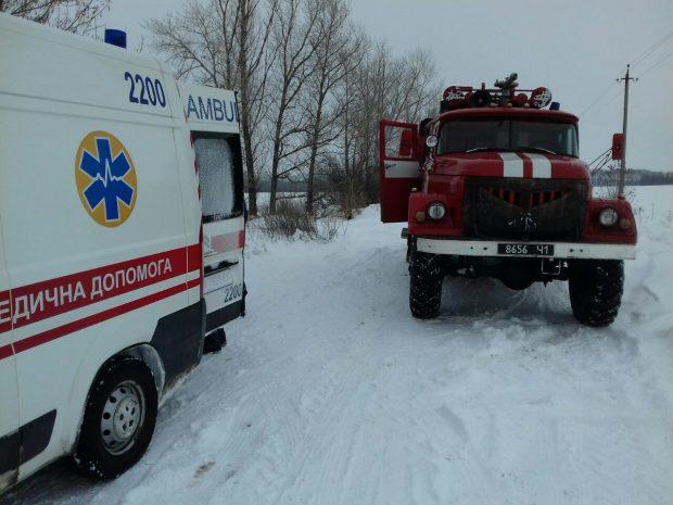В Харьковской области за прошедшие сутки спасатели вытащили 11 автомобилей из заснеженных участков дорог