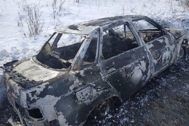 Под Харьковом на дороге сгорел автомобиль: в салоне обнаружили тело водителя