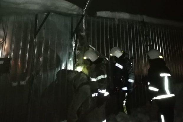 На Харьковщине спасатели ликвидировали пожар в торговом павильоне