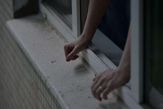 В Харькове парень выбросился из окна