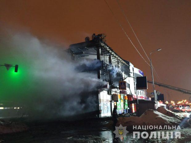По факту пожара в торговом комплексе на Салтовке открыли уголовное производство
