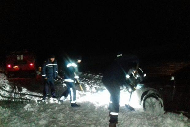 Под Харьковом спасли 5 рыбаков, которые не смогли выехать из замерзшего водохранилища