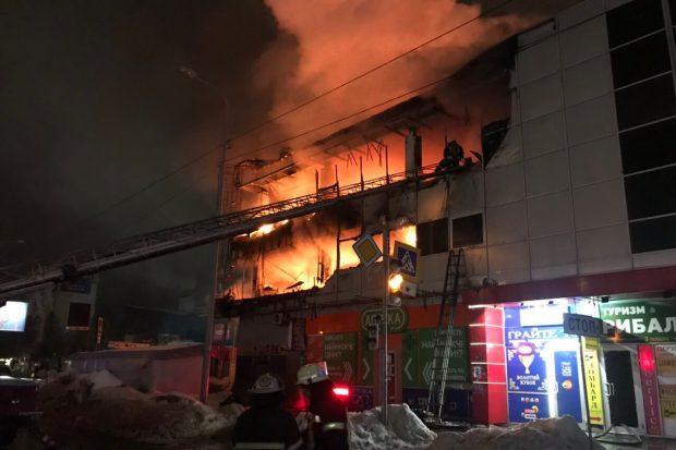 На Салтовке сгорел торговый комплекс