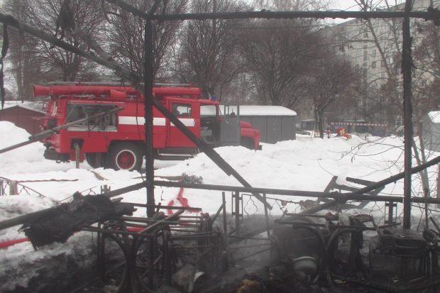 В Харькове сгорела торговая палатка: погиб бездомный