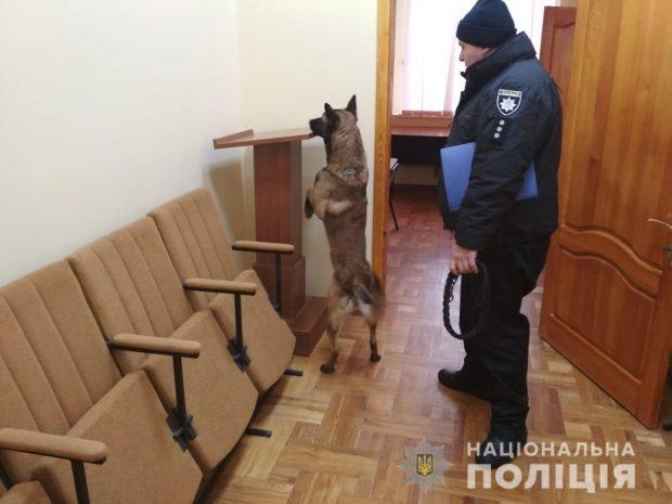 В здании суда на ХТЗ искали бомбу