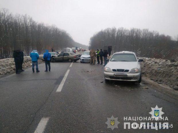 В Харькове столкнулись шесть легковушек: есть пострадавшие