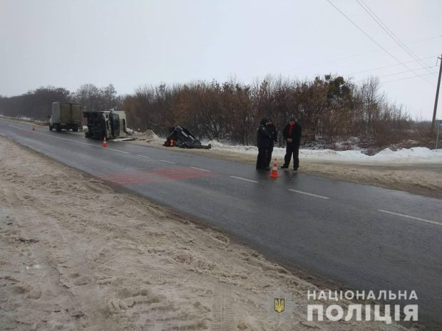 В результате автокатастрофы под Харьковом погибло два человека