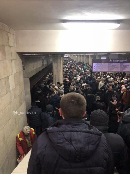 """На """"красной ветке"""" харьковского метро произошел технический сбой в работе"""