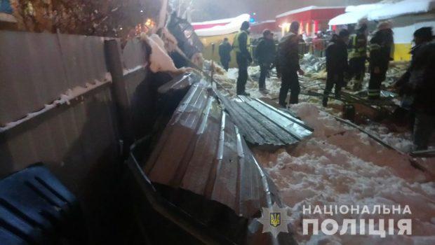 В Харькове в результате обрушения крыши торгового павильона пострадали трое людей