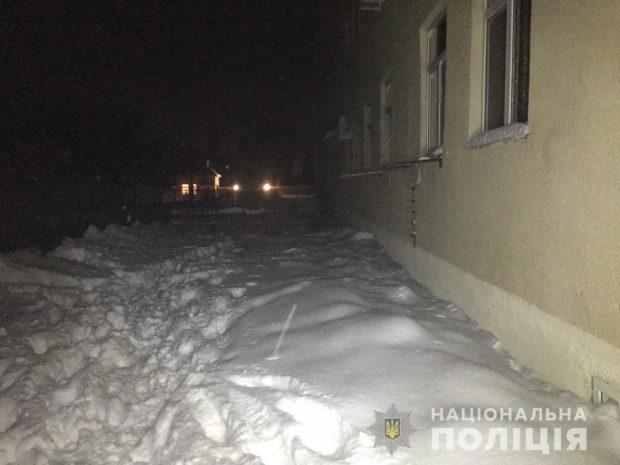 Под Харьковом мужчина выбросил из окна четвертого этажа маленького сына