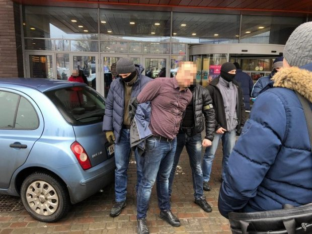 В Харькове СБУ разоблачила на взятке полицейского