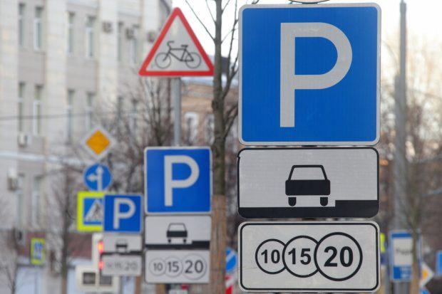 В мэрии Харькова утверждают, что проблема беспорядочной парковки, мешающей проезду, должна быть решена