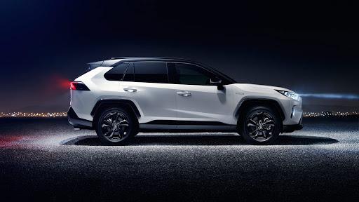 Предзаказ обновленной Toyota RAV4 пятого поколения стартовал 14 января