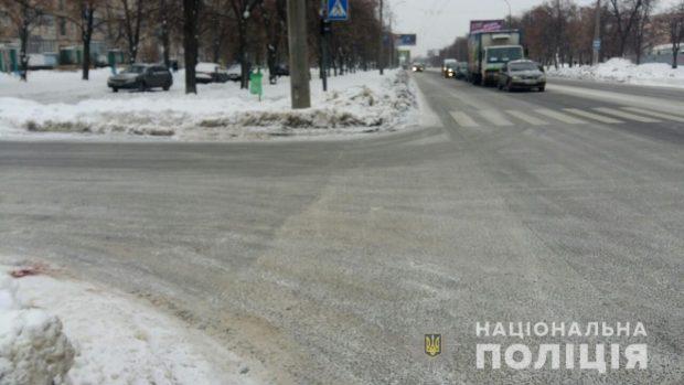 В Харькове водитель сбил мужчину, который переходил дорогу по пешеходному переходу
