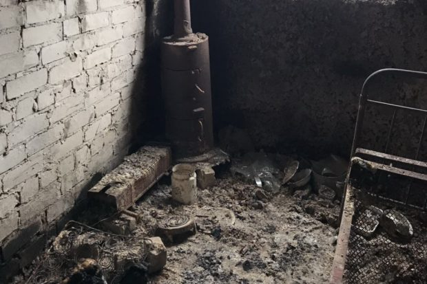 Под Харьковом на пепелище в заброшенном доме нашли тело мужчины