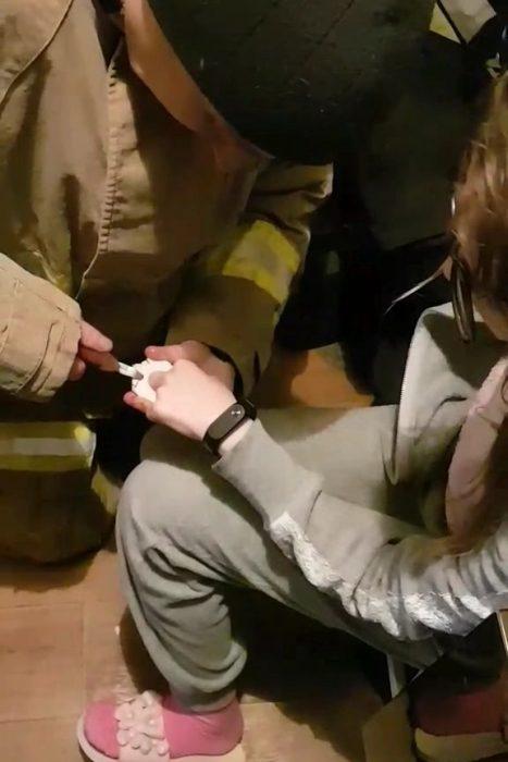 На Салтовке спасатели освободили палец ребенка с пластмассовой рыбацкой катушки