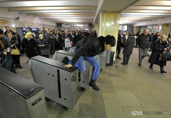 Харьковский метрополитен готовится в беспорядкам
