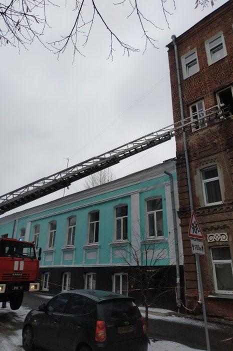 В центре Харькова в четырехэтажном доме горела квартира