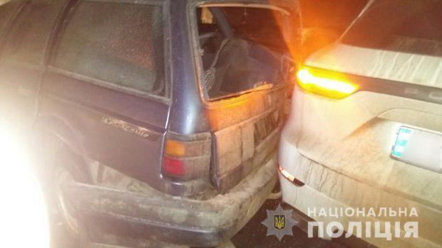 На трассе под Харьковом столкнулись три автомобиля