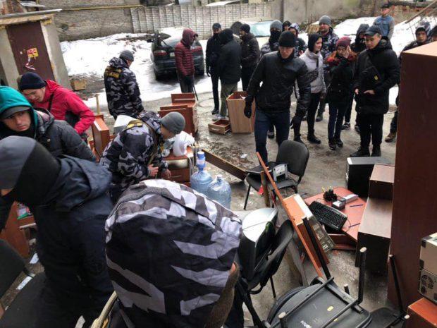В Харькове националисты блокировали офис черных риелторов