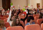 В национальном финале проекта «Молодь дебатує» в Харькове школьницы решали, нужны ли Украине электронные выборы