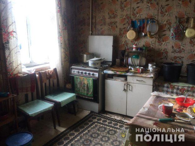 Под Харьковом двое в масках ворвались в дом, избили хозяев и украли деньги