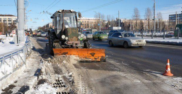 В городе продолжается уборка снега