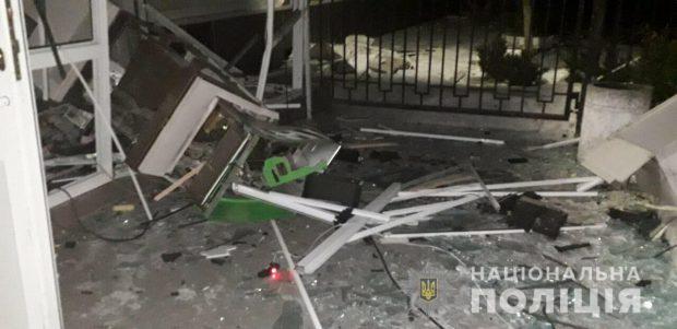 Ночью неизвестные взорвали два банкомата в Харькове