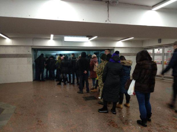 За сутки карточки на метро в Харькове пополнили почти на 17 миллионов гривен - СМИ