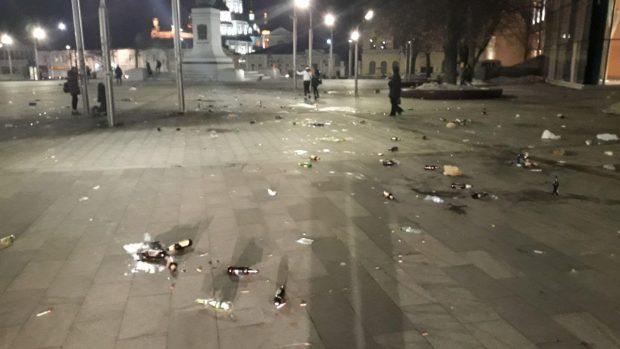 Немецкие фанаты оставили в центре Харькова горы мусора и битых бутылок