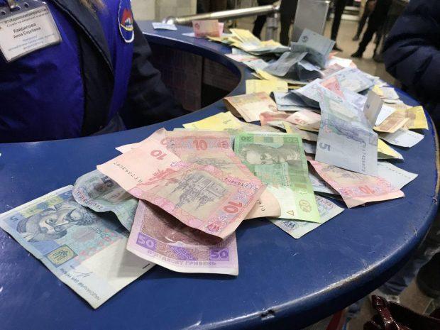 Полиция изъяла деньги, оставленные пассажирами на станции «Университет»