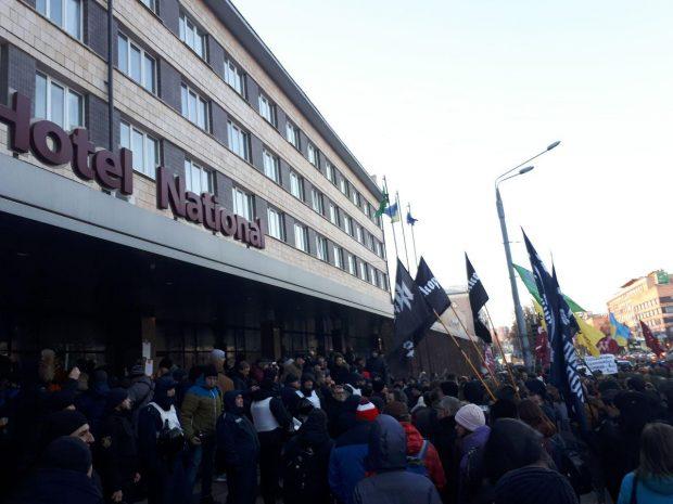 Митинг под гостиницей Националь