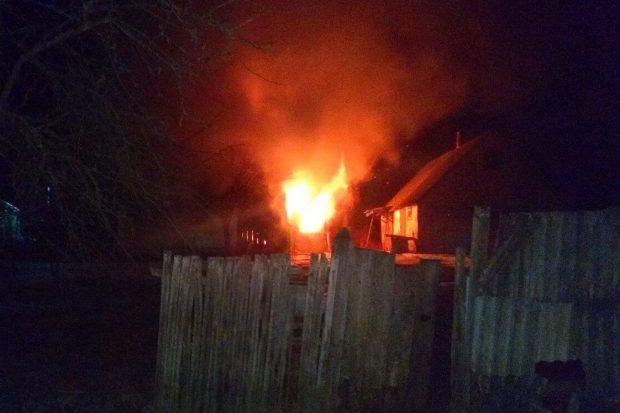 На пожаре в Харьковском районе погибли двое мужчин