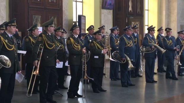 На Южном вокзале военные музыканты почтили подвиг добровольцев
