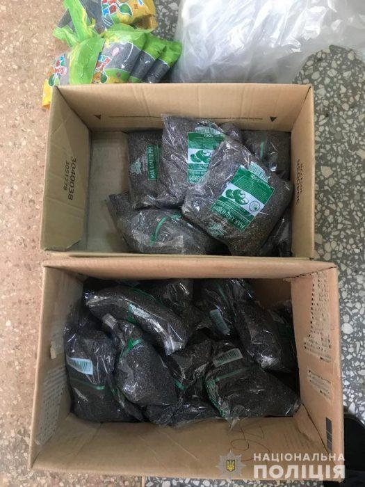 В Харьковской области из незаконного оборота изъяли около 65 килограммов маковых семян и соломы