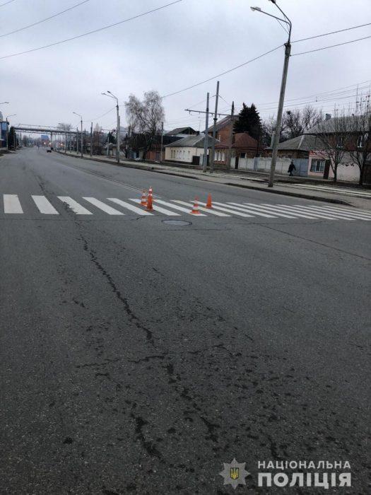 В Харькове на пешеходном переходе сбили бабушку: полиция ищет свидетелей аварии