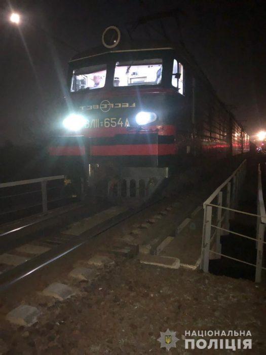 Под Харьковом мужчина попал под поезд и лишился ступни