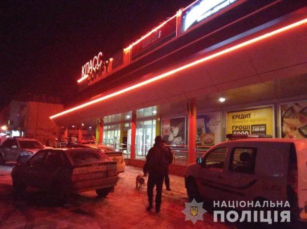 """В Харькове """"заминировали"""" супермаркет"""
