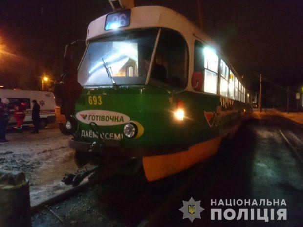 На Салтовке трамвай переехал мужчину