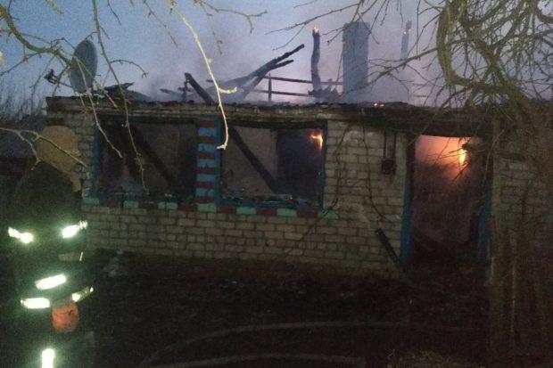 На Харьковщине мужчина с инвалидностью ползком выбрался из горящего дома