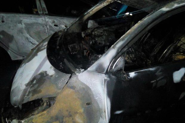 На Салтовке возле многоэтажки горели два автомобиля